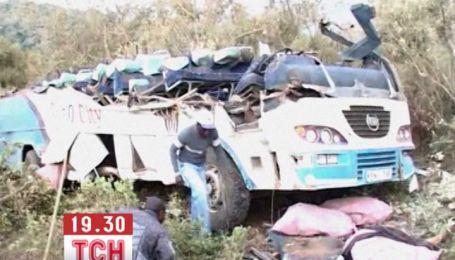 Більше 40 людей загинули в аварії автобуса в Кенії