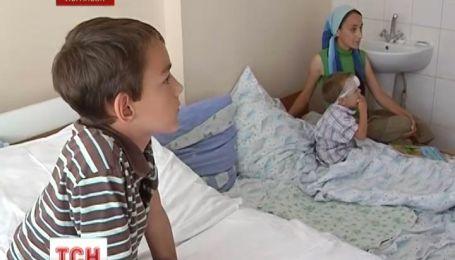 """В Луганске """"Мерседес"""" сбил детей на пешеходном переходе"""