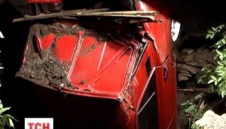 На Луганщине авто с людьми упало в 20-метровый колодец