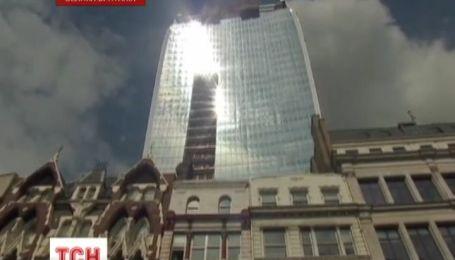 Лондонский небоскреб плавит припаркованные рядом автомобили