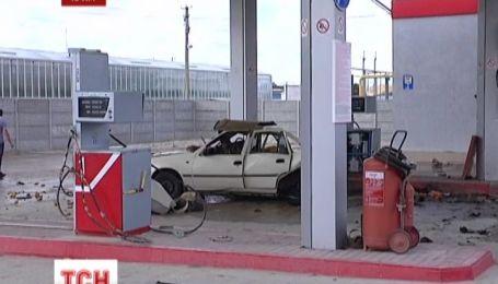 Біля Сімферополя на заправці вибухнуло авто