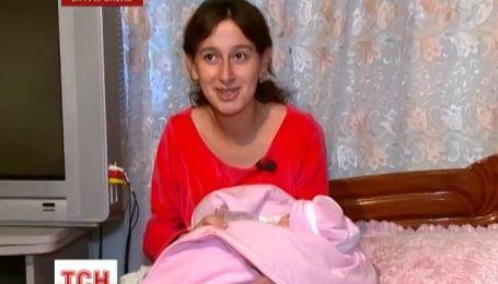 Крымчанка Гульшан Меметова родила тройню, отец узнав об этом - сбежал