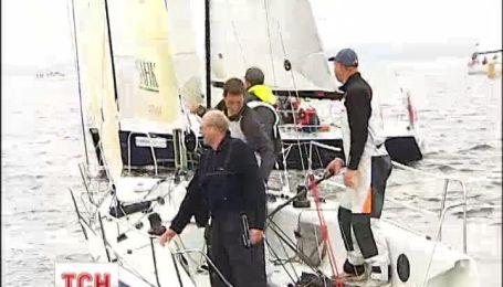 На Киевском море проходят соревнования яхтсменов