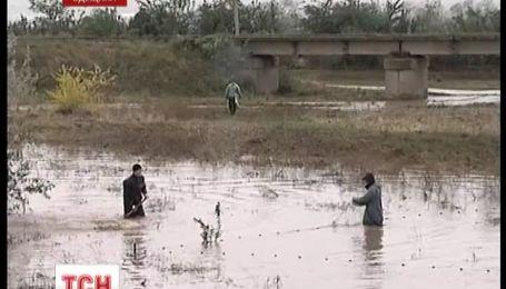 На Одещині прорвало дамбу і затопило селище
