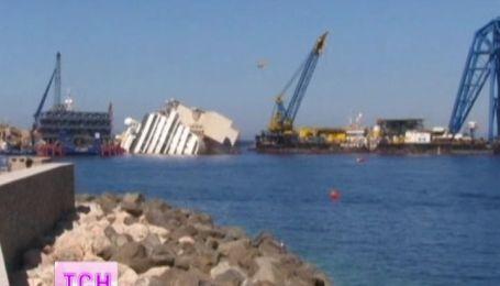 У итальянского побережья поднимают судно Коста Конкордия