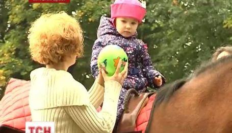 Житомирский иппоцентр, где ежегодно проходят реабилитацию более сотни тяжелобольных детей, оказался на грани закрытия