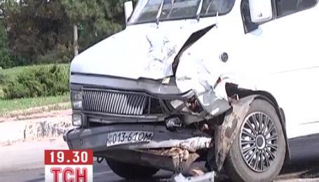 12 людей постраждали у потрійному ДТП у Кіровограді