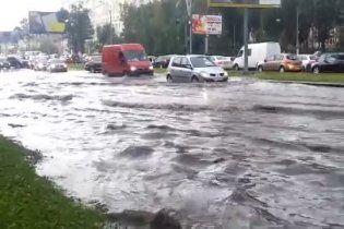 Москва уходит под воду: российскую столицу топят беспрерывные дожди