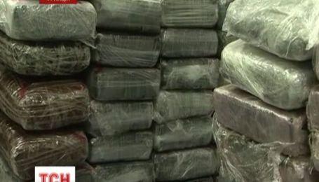 В парижском аэропорту нашли почти полторы тонны кокаина