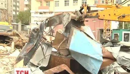 У центрі Києва, через новобудівлю, тріщать та розвалюються пам'ятки архітектури