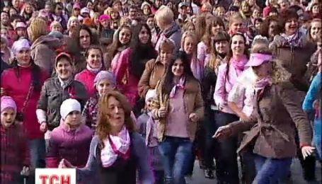 В Киеве 800 активистов одновременно станцевали сальсу
