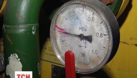 У столиці комунальники форсують підключення тепла до будинків