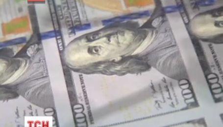 У США вводять в обіг оновлену купюру в сто доларів