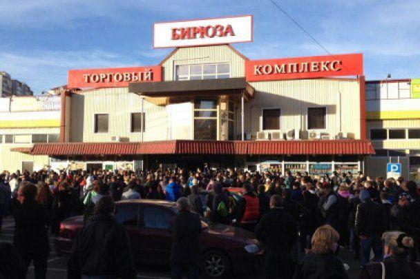 Народний бунт у Москві: на вулицях лунають постріли, а люди зводять барикади
