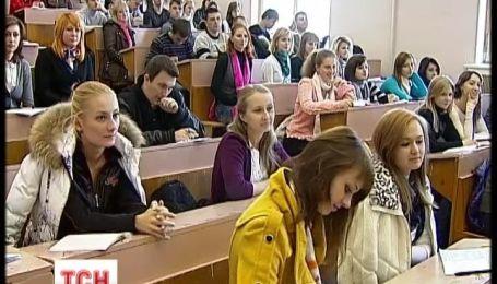 Учні українських вишів зможуть розплачуватися в магазинах студентським квитком