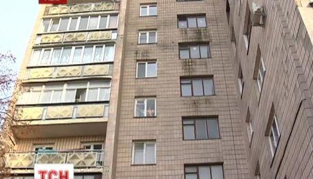В Ровно мошенницы обманули пенсионера и едва не взорвали многоэтажку
