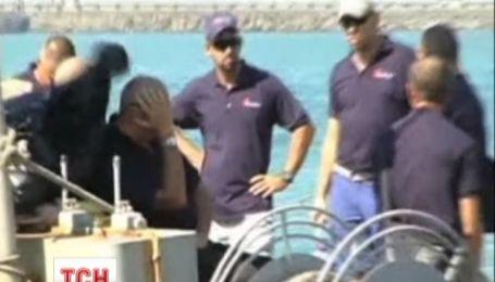В Індії на затриманому кораблі українець намагався накласти на себе руки