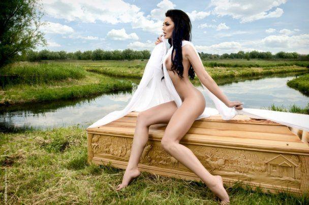 молоді гарні голі дівчата