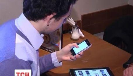 На смартфонах осідає мікробів більше, ніж на сидінні унітаза