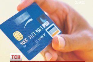 Фахівці дали поради, як уберегти свої гроші на банківській картці від шахраїв та скімерів