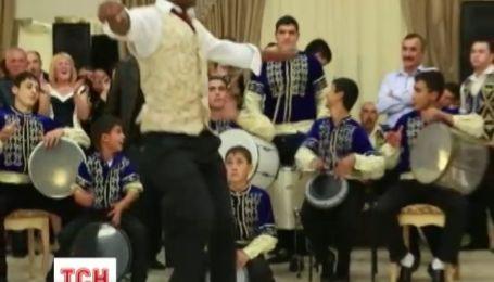 Студент из Конго, который танцует крымскотатарские танцы, стал звездой интернета