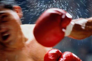 Американский боксер умер после первого боя