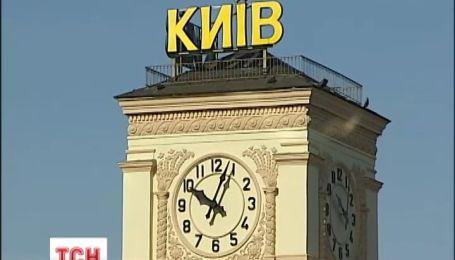 Вихідними в Україні переведуть стрілки годинника на годину назад