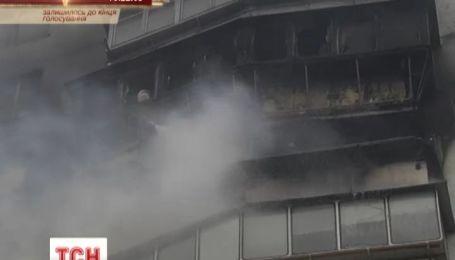 В Киеве сгорела многоэтажка на глазах съемочной группы