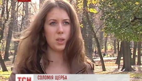 Во Львове трое контролеров за волосы вытащили студентку и заставили просить деньги у прохожих