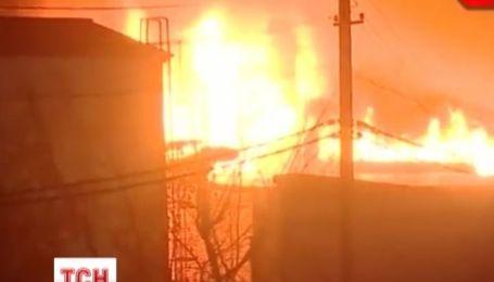 Огромный склад бытовой химии сгорел в Москве