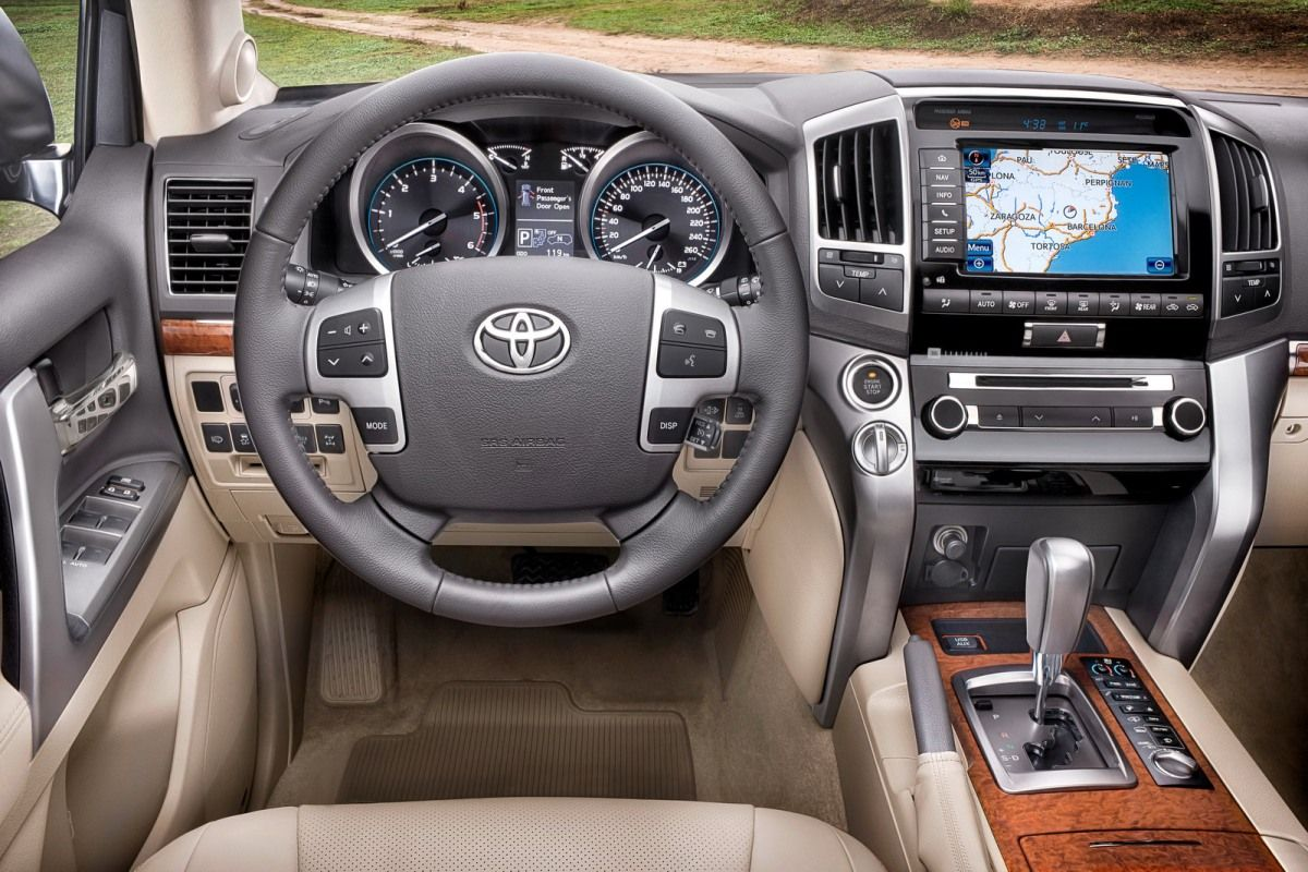 2013 Toyota Land Cruiser Reviews and Rating | Motor Trend
