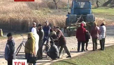 Жителі села Бистрик, на Житомирщині заблокували проїзд вантажівок