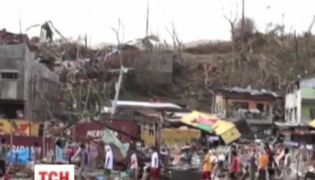Тропический шторм Хайян атаковал Вьетнам и прервал на Филиппинах 10 тысяч жизней