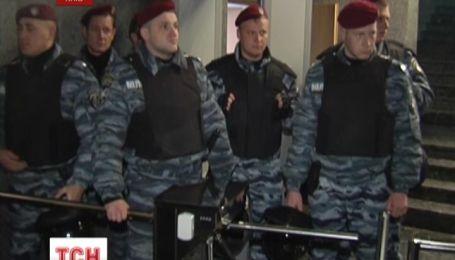 Власенко еще допрашивают в главном следственном управлении прокуратуры