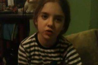 Маленька донька Окунської розповіла на відео, як Власенко бив та обзивав її маму