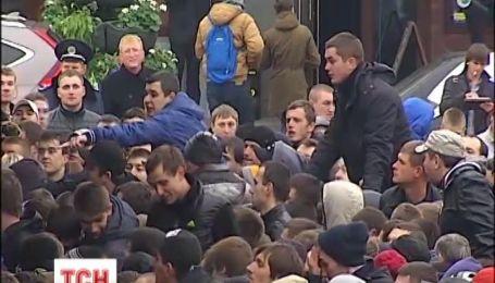Перед матчем Украина-Франция болельщики не могут получить забронированные билеты