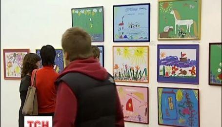 В столице демонстрируют рисунки онкобольных детей