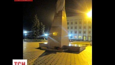 В Бердичеве задержали 55-летнего горожанина, который разрисовал памятник Ленину