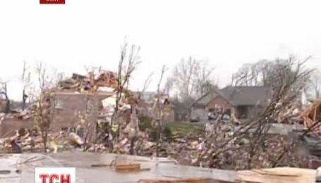 Руйнівний смерч зрівняв із землею половину 15-тисячного містечка в штаті Іллійнойс