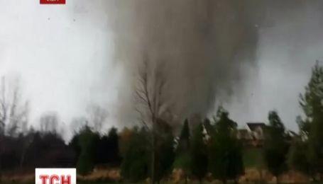 Видео, как торнадо за минуту разрушает дом, стало интернет-сенсацией