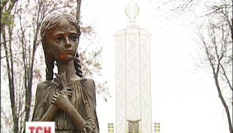 Україна вшановує жертв Голодомору