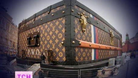 """Российские чиновники хотят избавиться от чемодана """"Луи Виттон"""" у Кремля"""