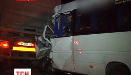 Водитель автобуса погиб в аварии в Ровенской области