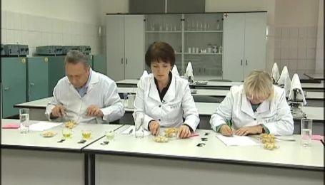 Китайская консервация кишит червями и личинками