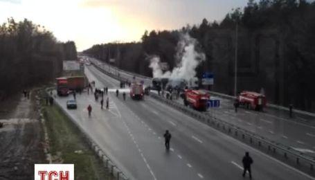 ДТП з пожежею частково паралізувало рух Житомирською трасою