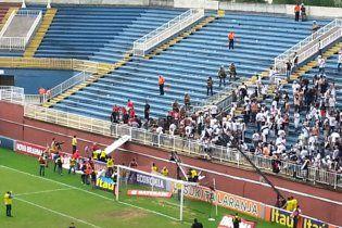 Бразильські футбольні фанати влаштували жорстоку бійню на трибунах (відео)