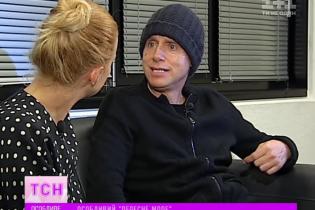 Вражений сміливістю українців гітарист Depeche Mode на знак поваги одягнув синьо-жовту стрічку