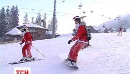 Полторы сотни Дедов Морозов съехались на фестиваль в Прикарпатье