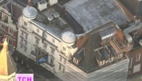 В лондонском театре во время спектакля на зрителей обрушилась крыша
