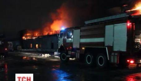"""Під час пожежі на ринку """"Столичний"""" загинуло 4 продавців"""